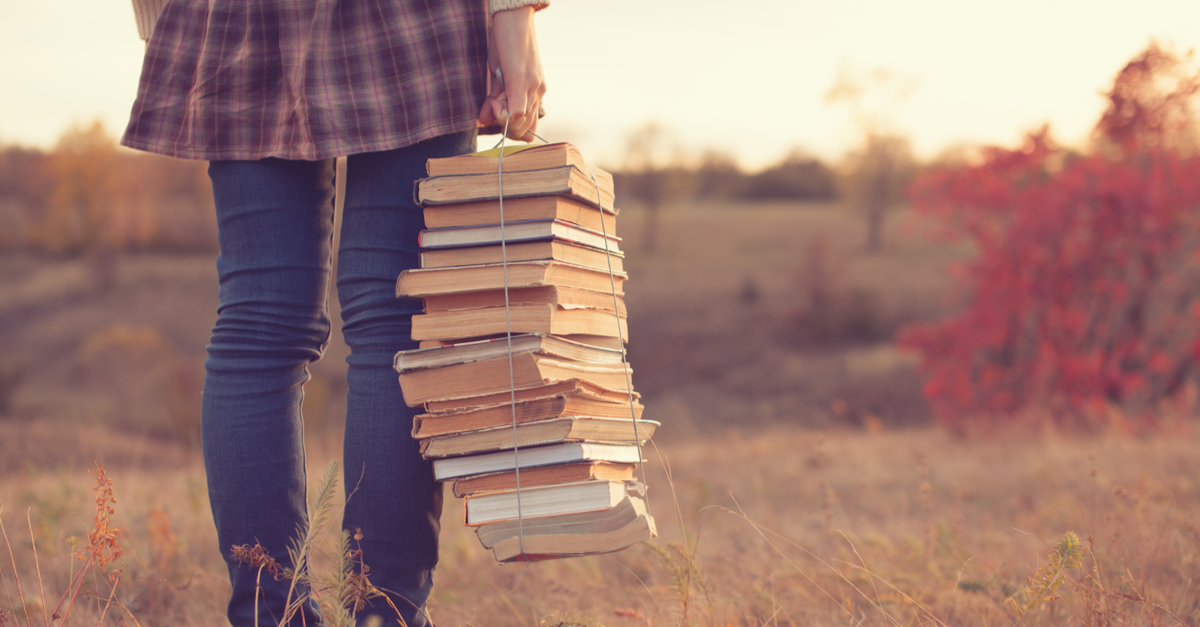 CuddlyNest Staff Picks: Favorite Books to Read While Traveling