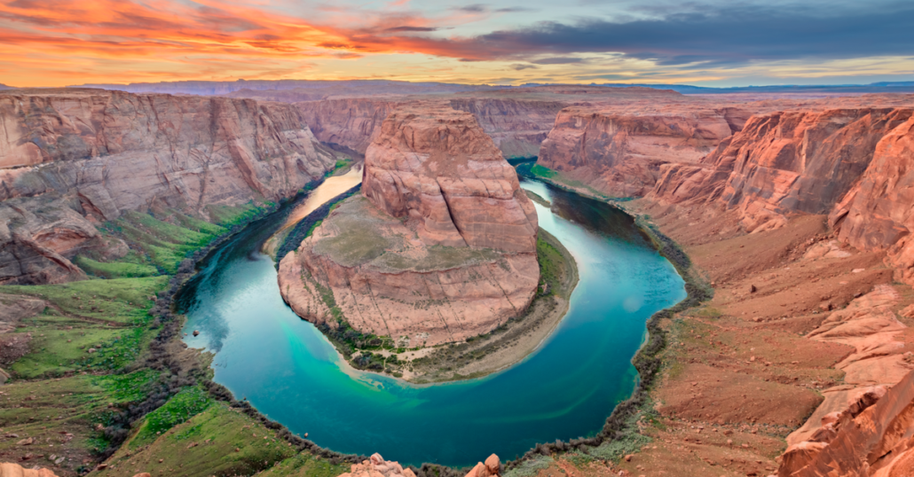 This image has an empty alt attribute; its file name is Most-Instagrammable-Places-Horseshoe-Bend-1030x538.png