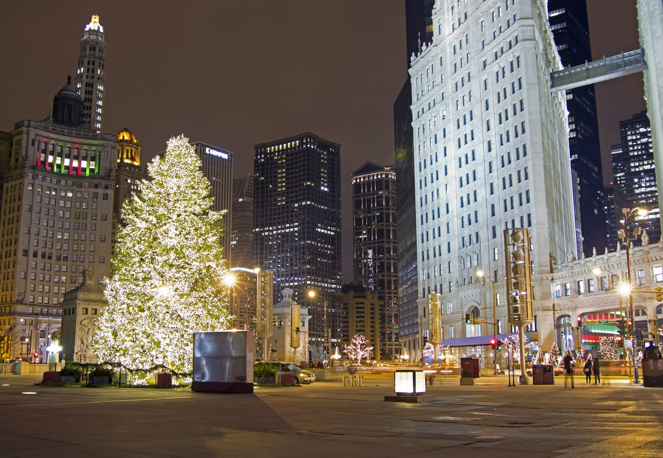 Chicago decorated Christmas Tree on the Magnificent Mile.