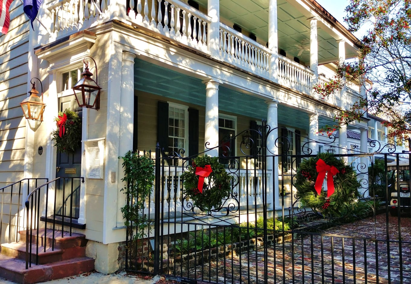 A thome decorated for Christmas in Charleston, SC.